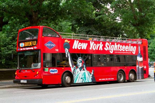 двухэтажный туристический автобус в Нью-Йорке