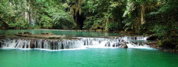 бирюзовые воды лесной реки