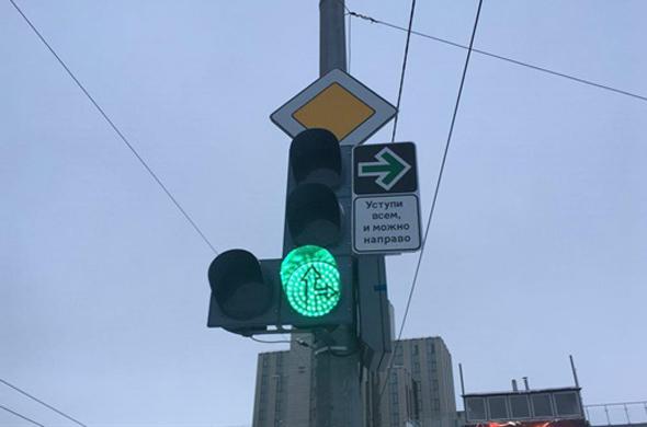 В Казани убрали знак, разрешающий поворот на красный свет