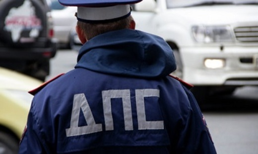 Четверых сотрудников ГИБДД, избивших водителя из Красноярска, поместили под домашний арест