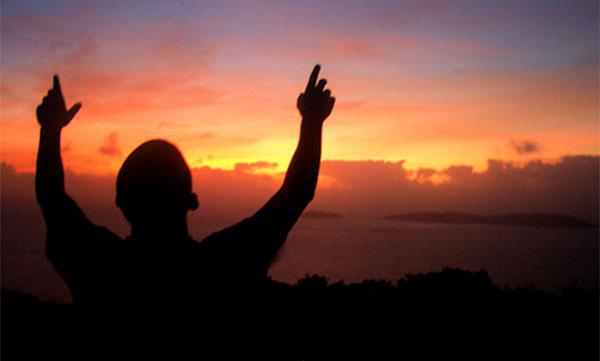 Психологи в США причислили веру в Бога к психическим болезням