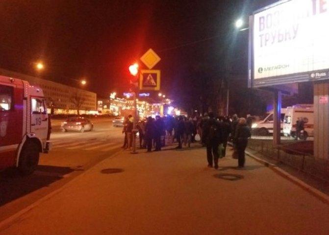 Женщина-водитель вылетела на тротуар на Стачек и сбила четырех человек