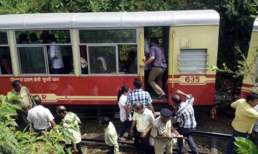 В Индии сошел с рельсов поезд с британскими туристами