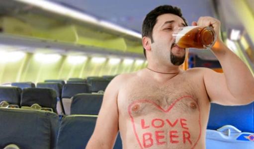 на первом месте в списке худших соседей оказались пассажиры, перебравшие с крепкими напитками
