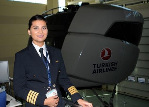 девушка-пилот Turkish Airlines