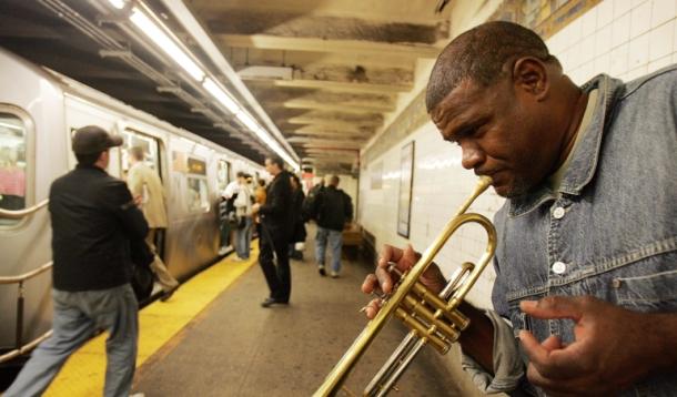 В метро Торонто выступают только профессиональные музыканты