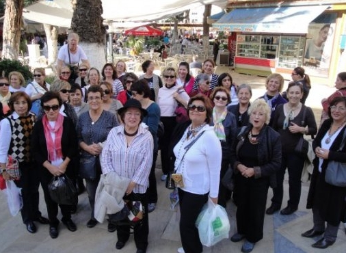 odemisin-cumartesi-pazarina-yerli-turist-ilgisi-artiyor-izmir-20101107AY356701-03