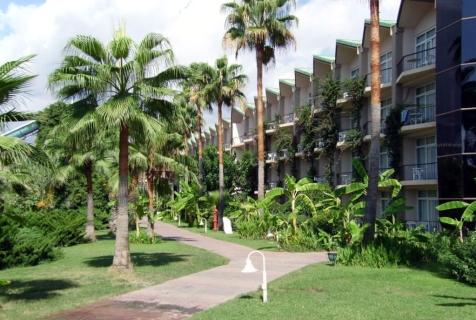 отель PGS World Palace утопает в тропической зелени