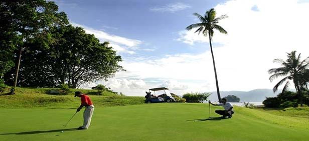 Многие гости приезжают для игры в гольф